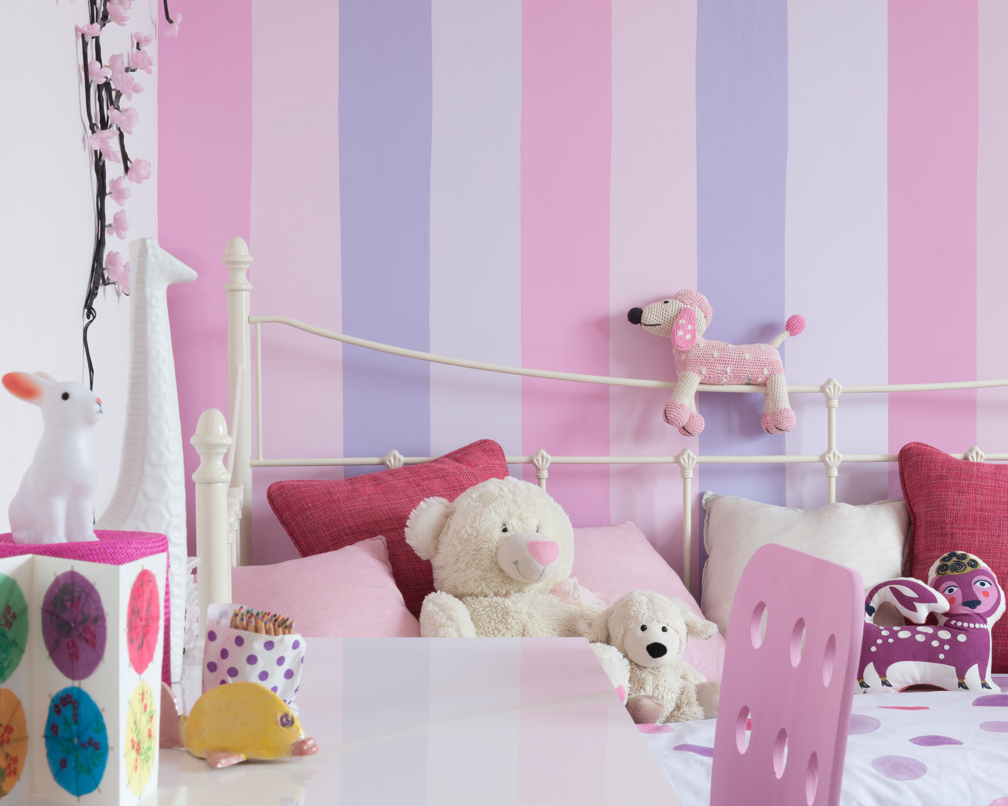 Create a unique look in your kid's bedroom with classic pink colours