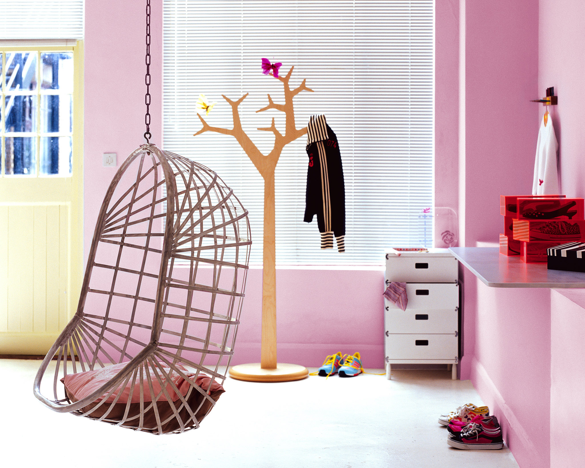 Pairing pink with neutral in a child's bedroom